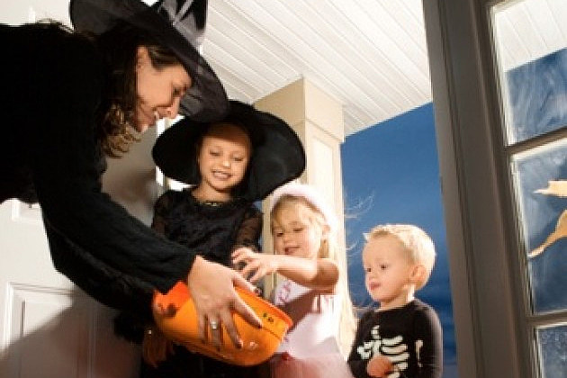 Kids trick or treating. ThinkStock